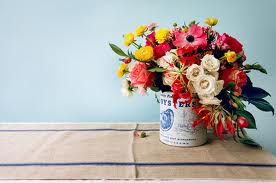 Flores en un tarro de pintura